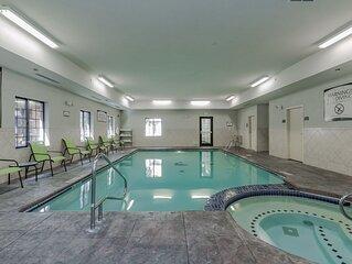 Free Breakfast, Pool & Hot Tub. Near Notre Dame!