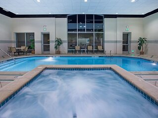 Equipped Suite in Downtown Chattanooga | Free Breakfast + Hot Tub Access