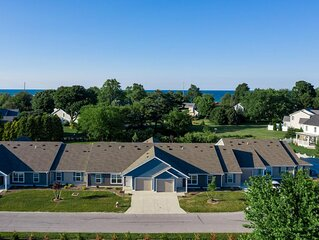 Lake Erie Getaway - Spacious 2 bed/2 bath Condo - Close to Cedar Point + Kalahar