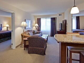 Air-Conditioned Suite just 10 miles from Indianapolis | Free Breakfast + Pool Ac