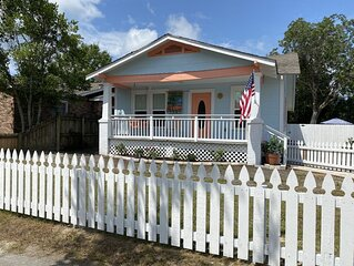 Charming historic beach cottage close to everything and pet friendly!