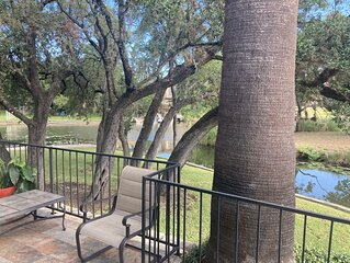 Waterfront Townhome in the heart of Horseshoe Bay with Day Docks!