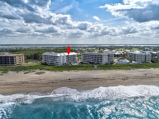 Penthouse Oceanfront Condominium With  Marriott Country Club Golf Membership.