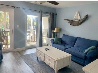 Beautifully Renovated Condo! Steps from Private Beach Access, Pool & Hot Tub.