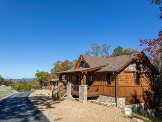 Blue Creek Cabin- cozy cottage near creek, fire pit, two ensuites