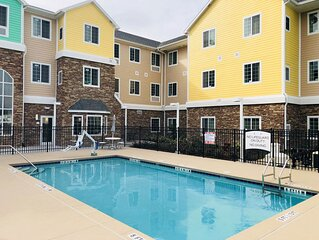 Outdoor Pool. Free Breakfast. Gym Access. Private Suite Great for Groups!