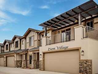 NEW�Spacious, Zion Village 7BD/6BA, Sleeps 36+, Pool, Lazy River, View