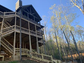 Gaga Heights in the Aska Adventure Area. 3.5 miles to Downtown Blue Ridge