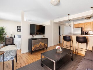 Great Condo, Close to Everything - (60 Night Minimum)