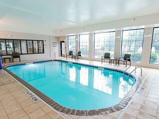 Pool. Free Breakfast. Gym. Near Wrightsville Beach + Perfect for Groups!