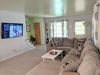 Perfect for Long Stays + King + Ping Pong + 55' TV + W/D + Yard + Happy Pets