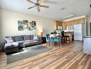 Beach Townhome 1217: 3 Bed/3 Bath Townhouse 1 Blk to Beach