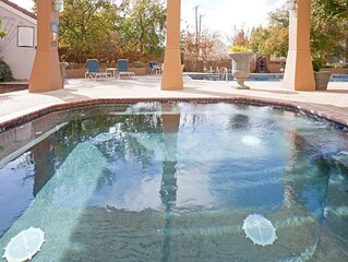 King Suite. Shared Pool & Hot Tub. Free Breakfast. Near Texas Tech University &