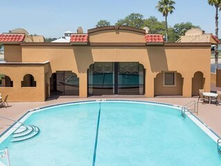 Great Find! Four Lovely Units for 16 Guests, Pool, Free Parking