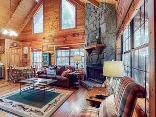 Pleasant Dog-Friendly Cabin with Forest Views, Free WiFi, and Private Hot Tub