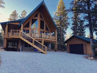 NEW! Cozy cabin retreat on quiet street near Duck Creek Village, Sleeps 10-12