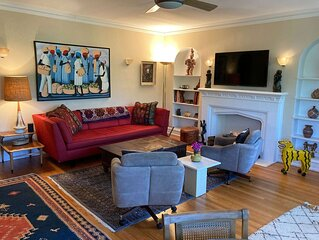 Mid Century Elegance in Evanston Vintage Apartment. WINTER SPECIAL!
