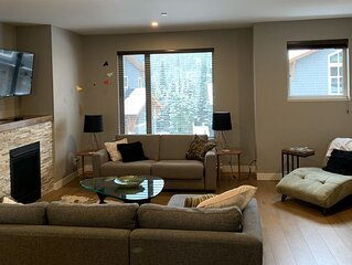 Spacious 3 bedroom ski in/ski out townhouse & hot tub. Short & long term stays