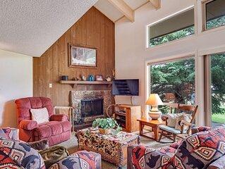 Comfortable condo w/loft & fireplace -near ski, lakes, golf & more