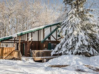 Trailside Home on Alpen Trail with Hot Tub & Allows Dogs