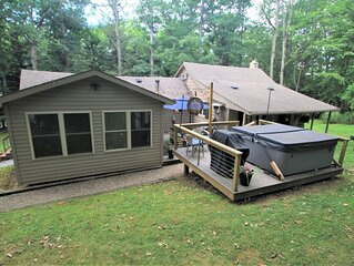 Turning Leaf Lodge--Cozy Cottage with Hot Tub/Spa  in Ohiopyle.