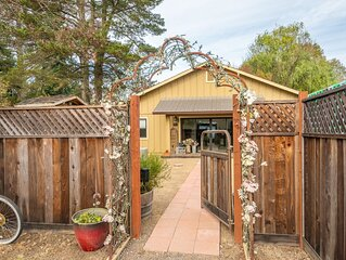 Upscale Charming Cottage on a Quiet Country Lane in Sebastopol