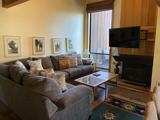 4BD/3BA Northshore Condo Lakeview 2 Master Suites Sleeps up to 8 Great Value
