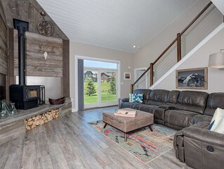 GORGEOUS VACATION Home_Wood Stove WIFI Hot tub & More; Close to Yellowstone