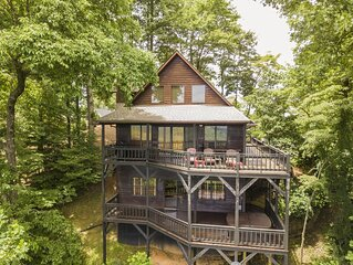 Over the Moon with Hot Tub, Mountain Views 4 Bedroom Luxury Cabin. Game Room
