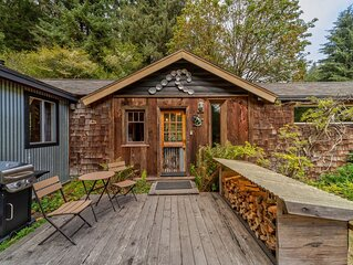 Private cabin close to lagoons, beaches, & the Redwood Parks