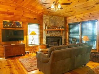 Log cabin living with beautiful mountain view!