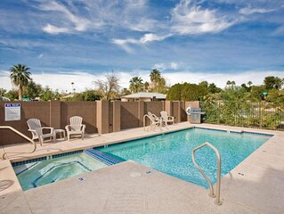 Spacious Luxury in Old Town w/King Beds- Vacation in Style & walk to the action!