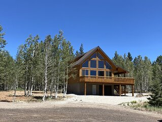 New Custom Cabin Tucked Away in the Aspen Trees - 4bedroom, 4.5bath