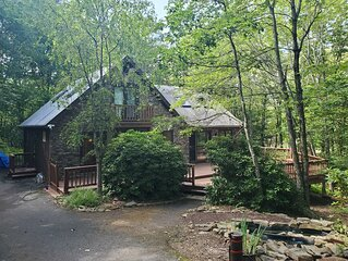 Newly renovated mountain escape near hiking/skiing/lakes/shops/restaurants