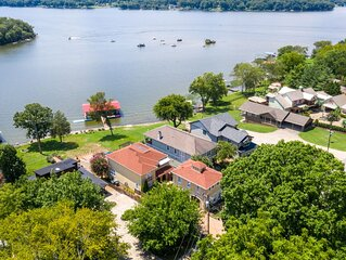 Lakefront Home Honky Tonkin  & Lake Life Near Nashville