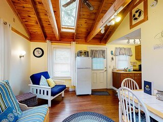 Dog-friendly Kennebunk cottage w/ shared pool - close to beach