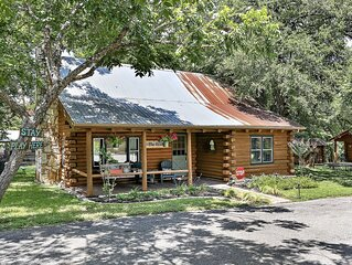 A Private Downtown Wimberley Retreat On The Creek - Girlfriend's Getaway!