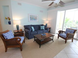 Beautiful condo with 2 pools, 2 hot tubs & tiki bar!