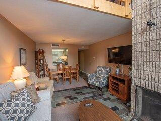 512G- 2 bedroom/ 1 bath lakefront condo w/ private balcony!