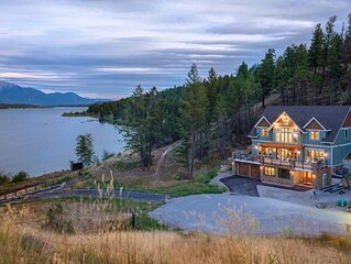 White Wolf Lodge - New Luxury Home by the Lake - Boat Mooring & Mountain Views!