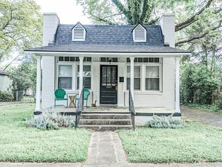 Clark Street Grocery · Grocer Cottage Getaway ☆ Downtown Cola☆