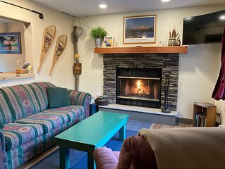 Whiteface /Wilmington ~ Hot tub ~ Fireplace ~Outside shower~ AC~ Dog friendly~