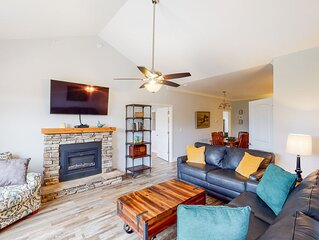 New listing! Pristine & peaceful condo w/ a full kitchen, shared pool, & firepit
