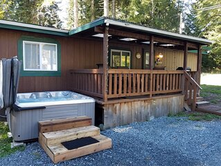 Two treed bears den. Free WiFi Sleeps 8 with Hot Tub. ( Close to Mt. Rainier )