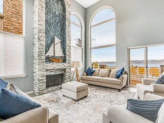 Dog-friendly townhome w/ lake views, a shared pool, hot tub, & sports courts