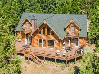 Luxurious and spacious log cabin rental. Family friendly environment. Lots of am