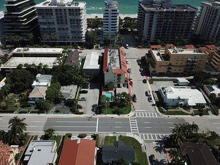 Miami Beach Private home, Steps to Sand, HugeYard, Parking, PetsOk, freshupdates