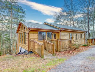 Friendly dog-friendly cabin w/ private gas grill, wood stove, & full kitchen!