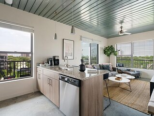 Lodgeur | Sleek & trendy 2BR corner loft | Midtown