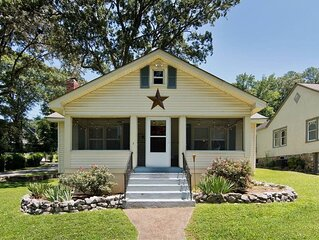 St Elmo Charming Cottage-w/ Screened-in Porch